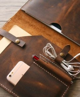 custom leather business portfolio with zipper