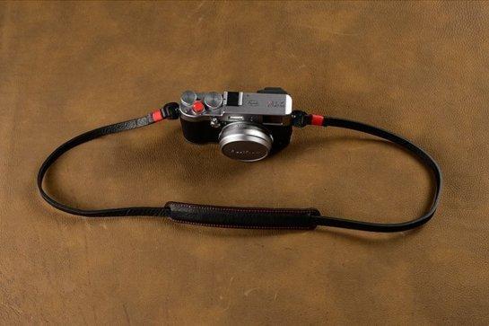 shoulder strap camera